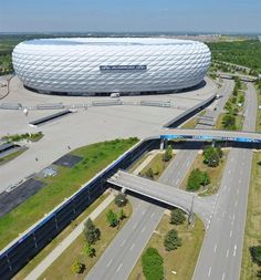 Noah's Ark in world football. it keeps everything stand is very modern and can change color depending on the mood. Here you can see that car park under the stadium. Soccer Stadium, Football Stadiums, Mercedes Maybach, Stadium Architecture, Architecture Design, Yoga Fitness, World Cup Stadiums, World Cup 2022, Light Art Installation