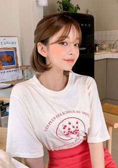 Be adorable, bubbly, sharp and sexy from time to time with CHUU. Ulzzang Short Hair, Korean Short Hair, Ulzzang Girl, Short Hair Outfits, Girl Short Hair, Short Hair Cuts, Pretty Korean Girls, Cute Korean Girl, Medium Hair Styles