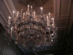 Image uploaded by Queen B. Find images and videos about luxury, light and chandelier on We Heart It - the app to get lost in what you love. Boujee Aesthetic, Aesthetic Pictures, Aesthetic Vintage, Gouts Et Couleurs, Images Esthétiques, Heart Images, Light Images, Chatsworth House, Old Money