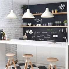 #Selbstklebende #Tafelfolie Tafelfarbe hinter Spüle und um's Eck über Kücheninsel bis zur Tür!?