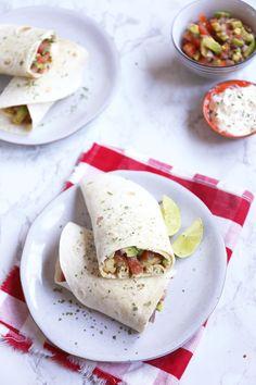Wraps met kip en salsa Healty Lunches, New Recipes, Cooking Recipes, Recipies, Tex Mex, Food Cravings, Bon Appetit, Guacamole, Chicken Recipes