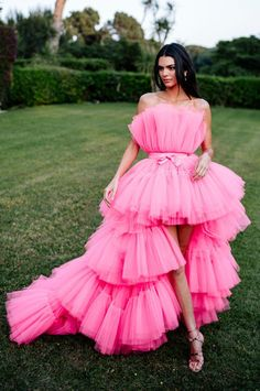 The Fashion World Is Losing It Over H&M's Designer Collaboration Announcement H&M and Giambattista Valli Collaboration: Kendall Jenner in pink tulle dress Tulle Dress, Boho Dress, Pink Dress, Dress Up, Dress Long, Dress Black, Kendall Jenner Estilo, Kylie Jenner, Kendall Jenner Photoshoot