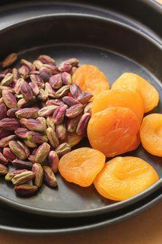 Saffron-flavoured Apricot, Pistachio and White Chocolate Chip Cookies