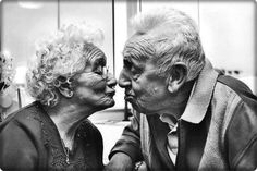 love ,kiss old people photos Old People Love, Old Folks, Old Love, Older Couples, Couples In Love, Vieux Couples, Growing Old Together, Lasting Love, Love Never Dies