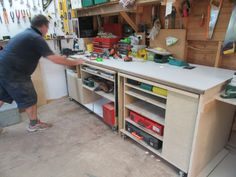 Day 28 ... 28/01 ... Barry's built a whole new 'interactive' workbench. Fancy.
