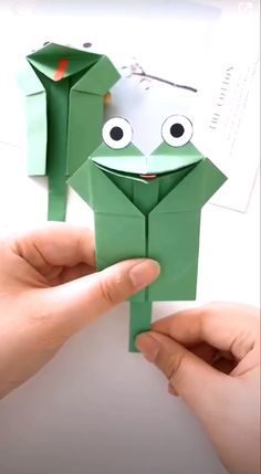 Paper crafts are really cool with their fine designs illustrating some of the best of creative ideas. Enjoy it! # origami paper art How to Make a Paper Frog Toy Diy Crafts For Kids Easy, Diy Crafts Hacks, Creative Crafts, Diy Arts And Crafts, Fun Crafts, Creative Ideas, Easy Origami For Kids, Kids Diy, Creative Design