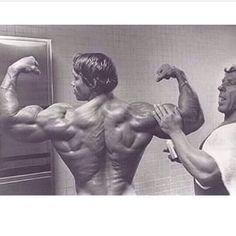 Arnold getting oiled Bodybuilding Motivation Quotes, Bodybuilding Workouts, Fitness Motivation, Bodybuilding Pictures, Retro Fitness, Mens Fitness, Arnold Schwarzenegger Movies, Best Bodybuilder, Bodybuilder