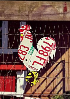 This chicken is constructed entirely from vintage license plates and creates an eye catching and unique addition to any wall, garden, or chicken