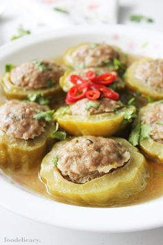 Bitter gourd lovers will relish this deliciously hearty and nutritious Chinese dish. The pork stuffing is flavourful, juicy and tender, while the bittergourd slices are steamed soft. And there's a tasty broth rich with juices to savour too! Pork Recipes, Asian Recipes, Cooking Recipes, Ethnic Recipes, Chinese Recipes, Melon Recipes, Asian Foods, Recipies, Chinese Cabbage