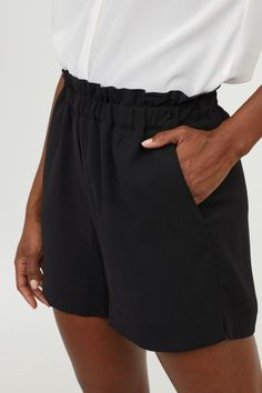 Cute Lounge Outfits, Cool Outfits, Casual Outfits, Short Legs, New Wardrobe, Fashion Company, High Waisted Shorts, Black Women, Short Dresses
