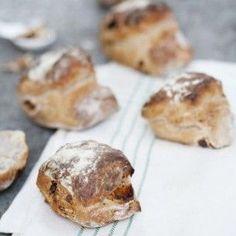 Nattjästa frukost-bullar med aprikoser och valnötter - Recept från Mitt kök - Mitt Kök | Recept | Mat | Julmat | Vin | Öl