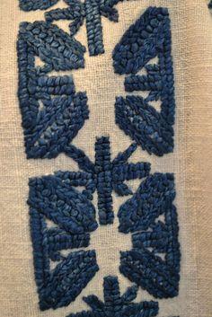 Romanian blouse - ie - detail. Beaded Embroidery, Embroidery Patterns, Folk Costume, Costumes, Moldova, Points, Tutorial, Romania, Folk Art