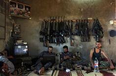 Premio Pulitzer de fotografía de 2013  Concedido al español Manu Brabo, a Rodrigo Abd, Narciso Contreras, Khalil Hamra y Muhammed Muheisen, de Associated Press, por su cobertura de la Guerra Civil en Siria.