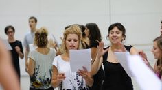 Acting teacher-director and founding member of the Atlantic Theater Company Karen Kohlhaas give actors inside tips on the best way to choose their audition monologues. Best Acting Schools, Acting Class, Acting Tips, Acting Career, Future Jobs, Future Career, Audition Monologues, Schools In Nyc, College Aesthetic