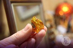 Bernstein ist ein gelber Schmuckstein aus fossilem Harz, der in Polen eine lange Tradition hat. In Danzig gibt es sogar das Bernsteinmuseum, welches sich als erstes Museum in Polen vollständig dem Bernstein widmet.