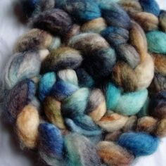 hand-dyed bluefaced leicester /bfl roving 4 oz braid AVIS