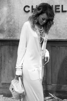Rihanna at Chanel Haute Couture Fall 2013 Mode Rihanna, Rihanna Style, White Fashion, Look Fashion, Womens Fashion, Fashion Trends, Mode Chic, Mode Style, Coco Chanel