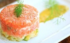 Can't wait to cook this! I love tartar! Salmon Recipes, Salmon Burgers, Starters, Cantaloupe, Sushi, Seafood, Food Photography, Cheesecake, Food And Drink