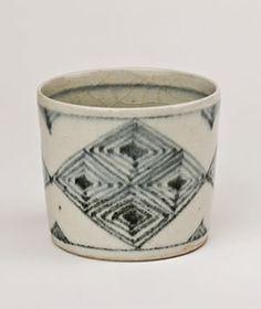 GERTRUD VASEGAARD (1913-2007) - (GV006)  - Blue and white pot, late 1950s, stoneware, height 9,8cm, diam. 11cm - GALERIE BESSON
