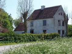 Old stone house in the island of Gotland Sweden- this is the kind of place I could live out my days. Old Stone Houses, Old Houses, Farm Houses, Old Home Remodel, English Country Cottages, Sweden Travel, Rural Retreats, Cabins And Cottages, Old Farm