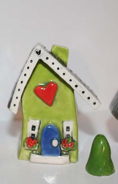 little clay house Kids Clay, Play Clay, Biscuit, Pottery Houses, Clay Houses, Ceramic Clay, Ceramic Jewelry, Paperclay, Polymer Clay Crafts