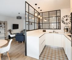 Example of a Scandinavian U-shaped kitchen of medium size with appliances . - Example of a medium-sized Scandinavian U-shaped kitchen with built-in appliances. Kitchen Interior, Home Interior Design, Kitchen Decor, Sweet Home, Interior Windows, Scandinavian Kitchen, Glass Kitchen, Living Room Kitchen, Studio Apartment Kitchen