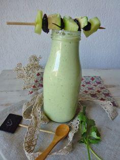 Gaspacho concombre, avocat, coriandre, au yaourt de soja et zestes de citron vert Healthy Smoothie, Smoothies, Gazpacho, Vegan, Food, Cream Soups, Cilantro, Yogurt, Smoothie