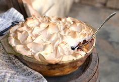 Rumos-szilvás kalácspuding – Tavola in Piazza Camembert Cheese, Sweets, Snacks, Cookies, Recipes, Food, Advent, Kuchen, Crack Crackers
