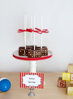 Domino cake pops - this actually makes me realize how cute Dice cake pops would be for a bunco party. By catch my party Cupcakes, Cupcake Cakes, Beautiful Cakes, Amazing Cakes, Cake Pop Designs, Brownie Pops, Birthday Parties, Bunco Party, Vegas Party