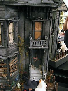 Dolls House Emporium - haunted dollhouse creative competition winner 2011 - by Debbie Meister : : Movie miniature ideas and inspiration. For making models in our movies. Casa Halloween, Halloween Village, Halloween Doll, Halloween Haunted Houses, Steampunk Halloween, Haunted Mansion, Haunted Dollhouse, Haunted Dolls, Dollhouse Miniatures