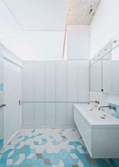 Doehler is a minimalist house located in New York, designed by SABO project. SABO project is currently in the process of completing the gut renovation of a Brooklyn loft located in a former die casting factory built in Minimalist Bathroom, Minimalist Home, Modern Bathroom, Bathroom Ideas, Floor Design, Tile Design, House Design, Design Art, Brooklyn