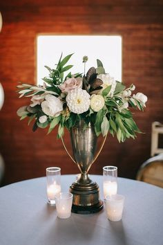 Trophy florals in tablescapes Vase Centerpieces, Wedding Centerpieces, Wedding Decorations, Table Decorations, Centerpiece Ideas, Run For The Roses, Ranch Decor, Derby Party, Wedding Designs