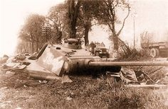"""Ausf. A Panther with late model commanders coupula. Gun mantlet bottom lacks """"lip"""" found on very late Ausf. G. No dischargers mounted on turret."""