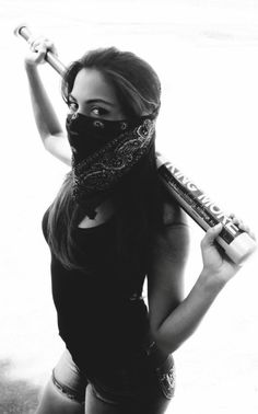 Gangsta Girl with Bat Gangsta Girl, Fille Gangsta, Chola Style, Post Apocalyptic Fashion, Shooting Photo, Girl Gang, Chicano, Girl Power, Hair