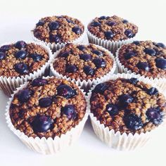 Recently I've made these easy and healthy blueberry muffins with a friend, to serve as a snack on our movie night. Healthy muffins? Yeah, they exist!