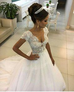 Uma boneca de tão linda SIGAM NOSSA PÁGINA NO FACEBOOK https://www.facebook.com/deliriodenoiva/ #deliriodenoiva #vestidos #atelie #estilista #linda #madrinha #maravilhosa #perfeito #diva #top #veudenoiva #diadanoiva #noivadossonhos #noivadoano #weddingdress #casamento #bouquet #buque #madrinhadecasamento #madrinhas #madrinhasdecasamento #entradadanoiva #bolo #bolodecasamento #flores #penteadodenoiva #penteado #grinalda #entradadanoiva #unhasdecoradas por @salaoma