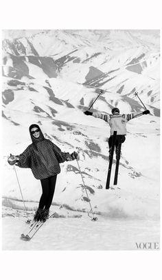 Vintage Ski Slopes - Photographed by Peter Beard, Vogue, November 1964 Apres Ski Mode, Apres Ski Party, Peter Beard, Alpine Skiing, Snow Skiing, Ski Bunnies, Vogue Photo, Ski Posters, Travel Posters