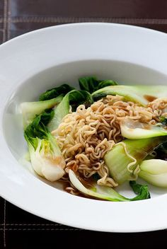 A site that gives recipes for 5 simple Asian meals. Each meal takes about 5 minutes to prepare and contain 5 ingredients or less. Pictured: 2 minute noodles with bok choy & oyster sauce Asian Noodle Recipes, Asian Recipes, Healthy Recipes, Ramen Recipes, Easy Recipes, Copycat Recipes, Think Food, I Love Food, Good Food