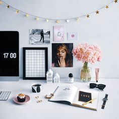 Dreamy desk setup #homeoffice #officegoals #officedecor #workspace #onmydesk #officeinspo #workspaceinspo #girlboss #entrepreneur #womenentrepreneurs #workingfromhome