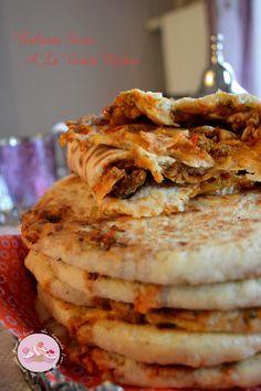 Batbouts Farcis à la viande hachée | Une irrésistible envie de sucré. Tunisian Food, Algerian Recipes, Arabian Food, Good Food, Yummy Food, Cooking Pumpkin, Ramadan Recipes, India Food, Love Eat