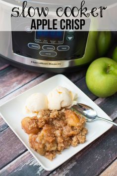 Slow Cooker Apple Crisp Recipe - tender apples, paired with delicious cinnamon, and the perfect balanced topping goes great with vanilla ice cream! Thanks to Modernly Morgan Crock Pot Food, Crock Pot Desserts, Slow Cooker Desserts, Slow Cooker Recipes, Crockpot Recipes, Cooking Recipes, Dessert Recipes, Crock Pots, Freezer Cooking