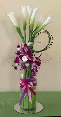 Arreglo floral de alcatraces con orquideas @ Tropica Floreria                                                                                                                                                                                 Más