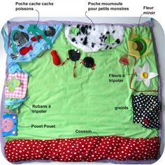 Des poches tout autour du tapis pour ranger et toucher plein de petits objets