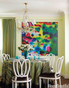 This dining room, designed by Jamie Drake, features curtains in his Jazzed for Schumacher, a cotton whose stripes alternate between matte and sateen.