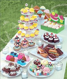 Life is sweet :) Treats perfect for an ice cream social, slumber party or summertime cookout! From Wilton!