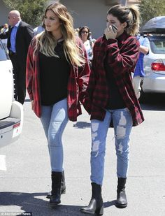 Khloe Kardashian and Kylie Jenner. To me they are by far the best people in the Kardashian family Moda Kylie Jenner, Style Kylie Jenner, Kylie Jenner Outfits, Kylie Jenner Grunge, Estilo Kardashian, Kardashian Style, Kourtney Kardashian, Kardashian Fashion, Outfits For Teens