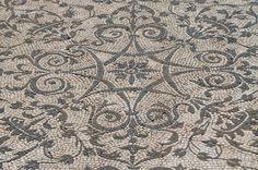 Black-and-white mosaic with geometric and floral motifs, Hospitalia, Hadrian's Villa © Carole Raddato