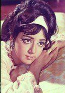 "Hema Malini in film ""Main Aur Meri Tanhayi"" Bollywood Cinema, Bollywood Actors, Beautiful Girl Image, Beautiful Pictures, Hema Malini, Star Beauty, Vintage Bollywood, Most Beautiful Indian Actress, Vintage Makeup"