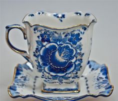 Tea cup with square saucer; blue and white with gold trim-- Love it! Tea Cup Set, My Cup Of Tea, Tea Cup Saucer, Tea Sets, Blue Dishes, White Dishes, Blue And White China, Blue China, Teapots And Cups