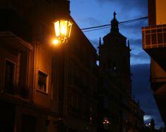 """#Granada - #Guadix - Vista general 37º 18' 5"""" -3º 8' 0"""" Está situada en el principal cruce de caminos de Andalucía oriental; Julio César fundó en este lugar la colonia de Acci, por la que pasaba la Vía Augusta y más tarde fue una de las principales sedes episcopales en España. Se pueden admirar unos fantásticos paisajes de la Sierra Nevada, así como admirar su rico patrimonio histórico."""